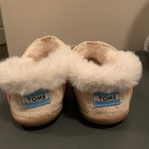 TOMS size 10 toddler girl
